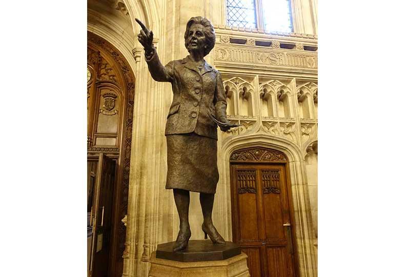 تمثال مارجريت تاتشر في البرلمان البريطاني