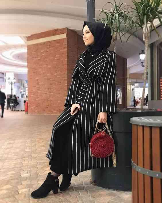 إطلالة باللون الأسود مع الحجاب