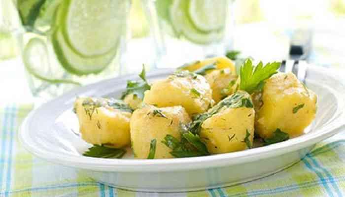 طريقة عمل البطاطس المسلوقة