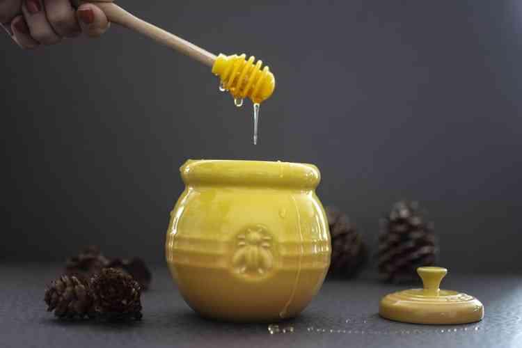 فوائد العسل الأبيض الطبيعي