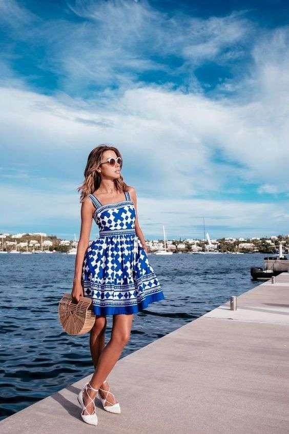 ملابس البحر فستان أزرق منقوش حمالات قصير