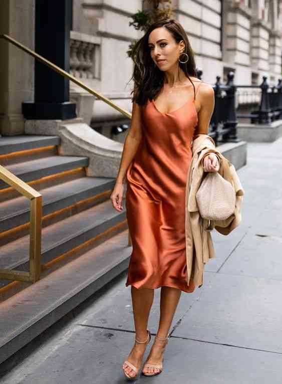 أنواع الفساتين فستان سليب ستان