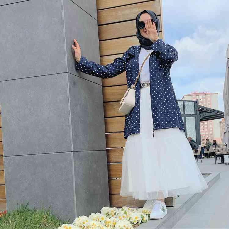 أزياء محجبات تركية جاكيت وفستان أبيض