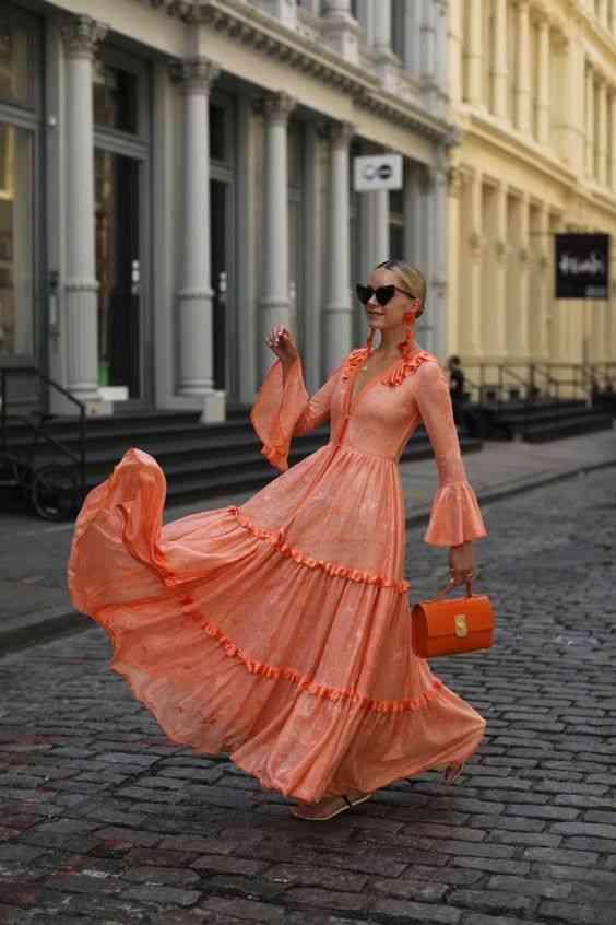 أنواع الفساتين فستان ماكسي بأكمام طويلة