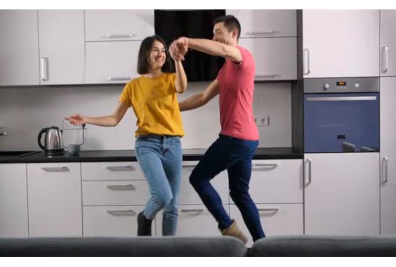الرقص في المنزل