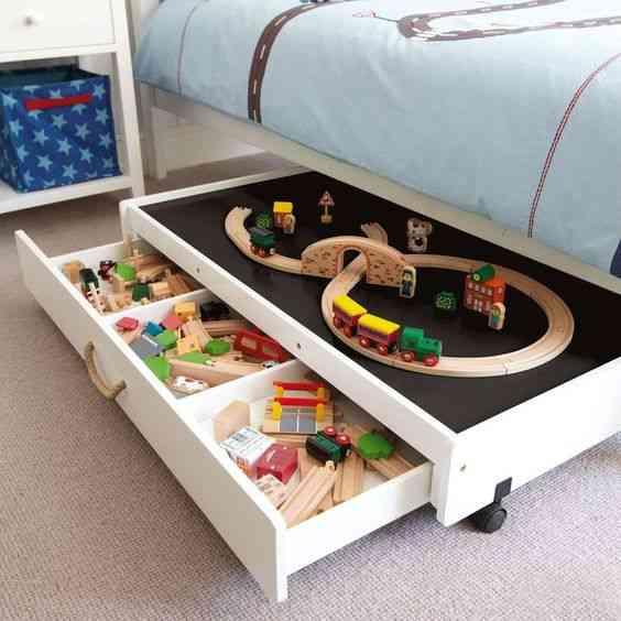 ديكورات شقق صغيرة أدراج متحركة أسفل السرير