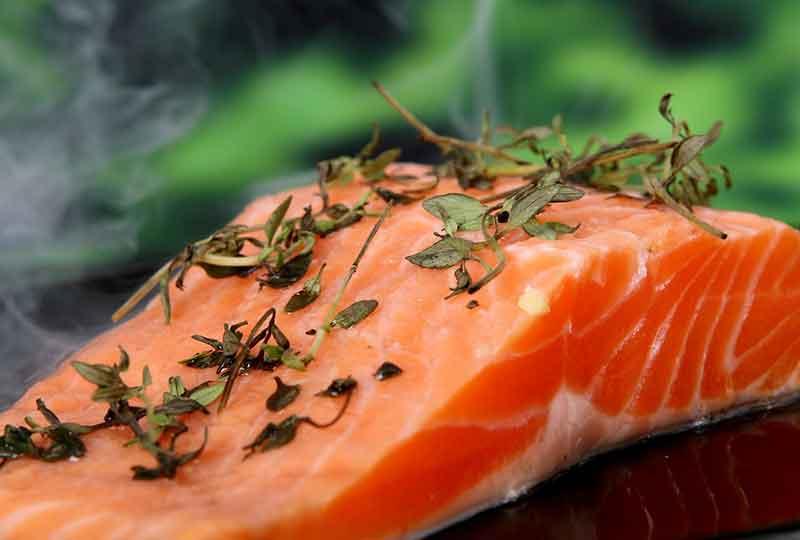 يحتوي السمك السلمون على فيتامين د