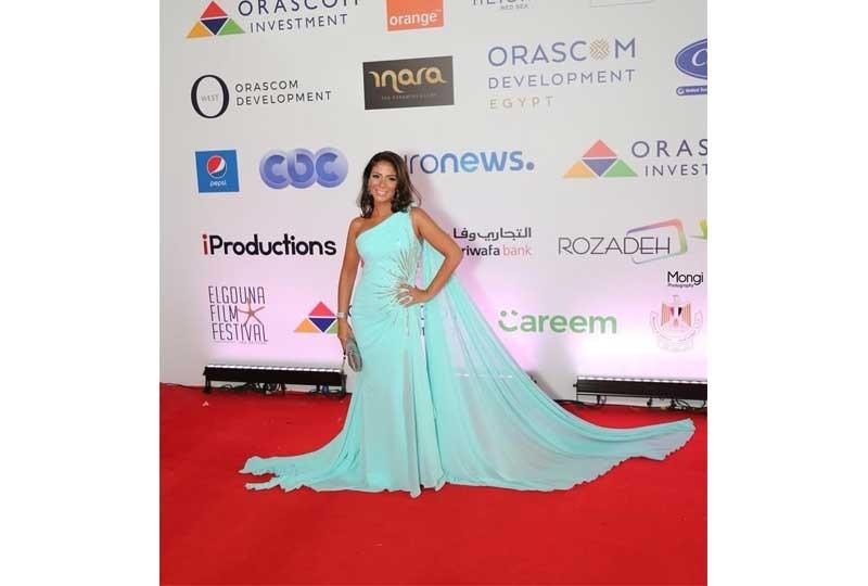 فستان من زكي التركواز في مهرجان الجونة