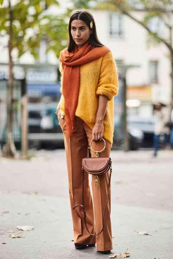 تنسيق اللون الأصفر مع البني في الملابس