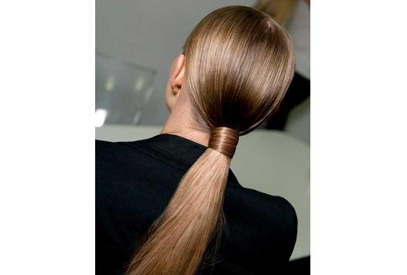 تسريحات شعر للشعر الخفيف ذيل حصان مربوط بخصلة شعر