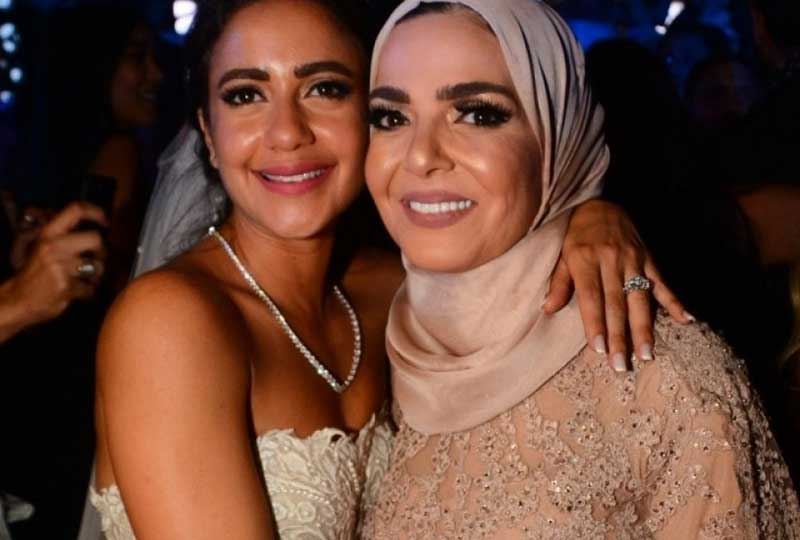 ابنة منى عبد الغني في زفافها