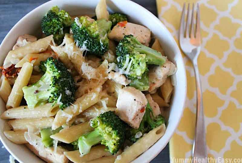 طريقة عمل المكرونة بالدجاج والخضروات