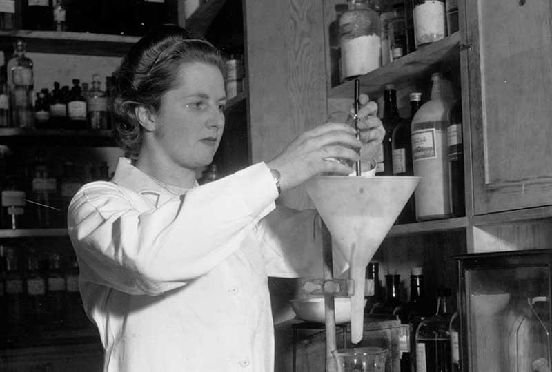 مارجريت تاتشر كانت تعمل كيميائية