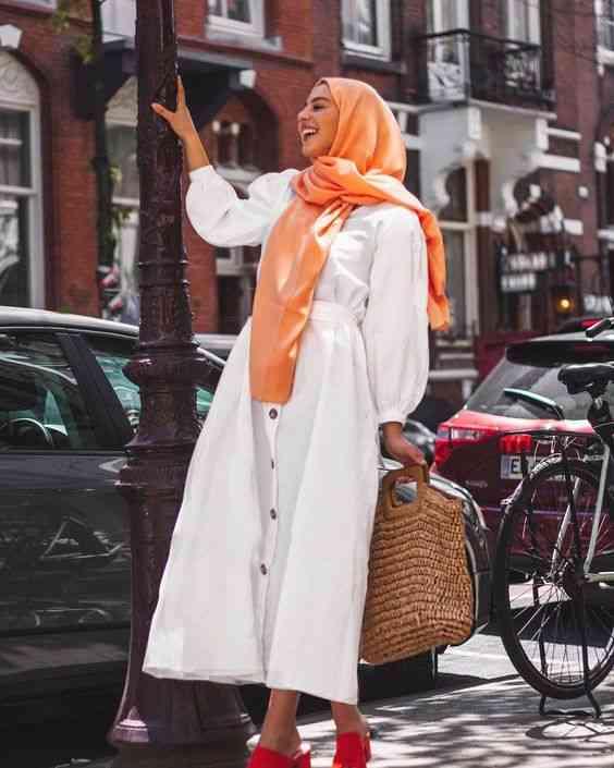 فستان أبيض صيفي للمحجبات