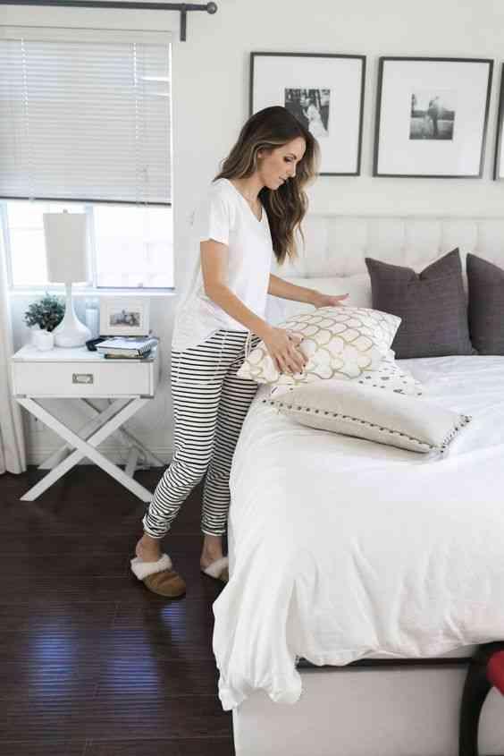 ملابس مريحة للمنزل بنطلون مخطط وتيشيرت أبيض