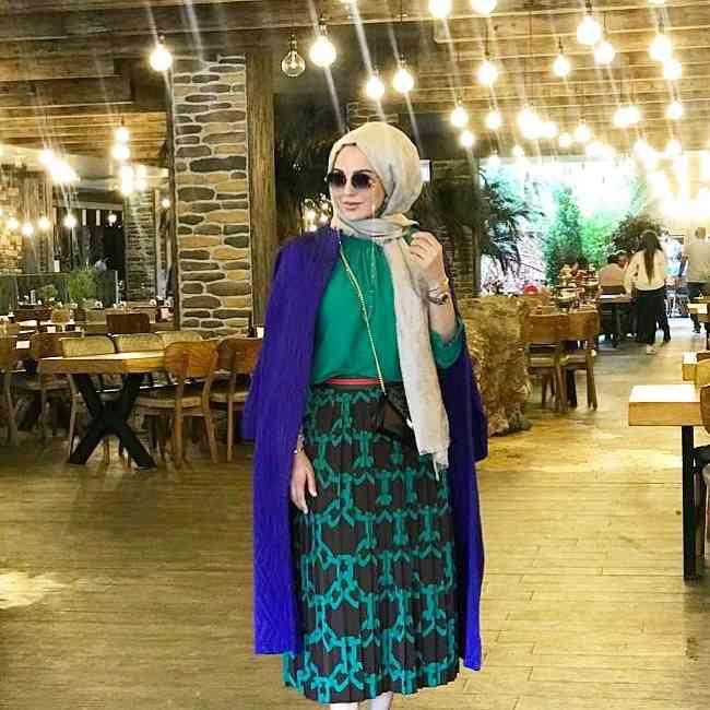 أزياء محجبات تركية كاجوال بالأزرق والأخضر
