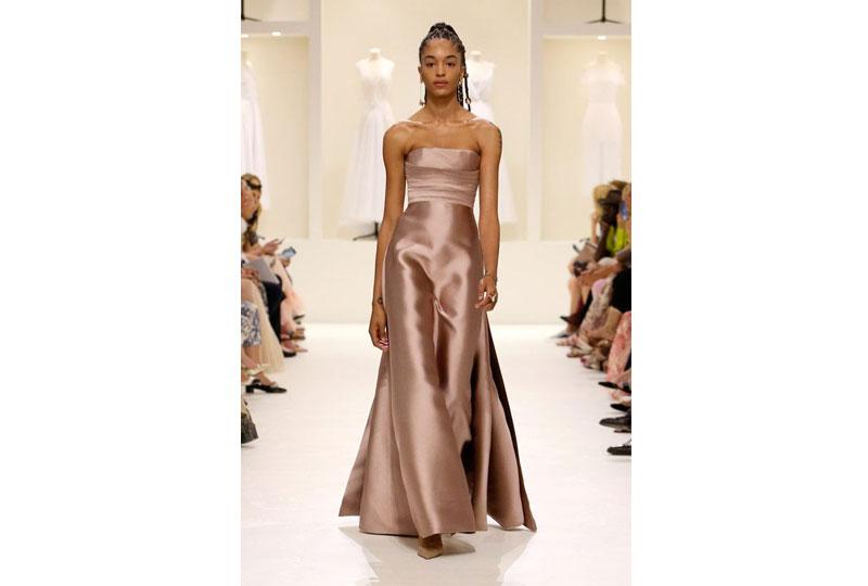 فساتين خطوبة بألوان النيود  من عرض أزياء ديور هوت كوتور 2019