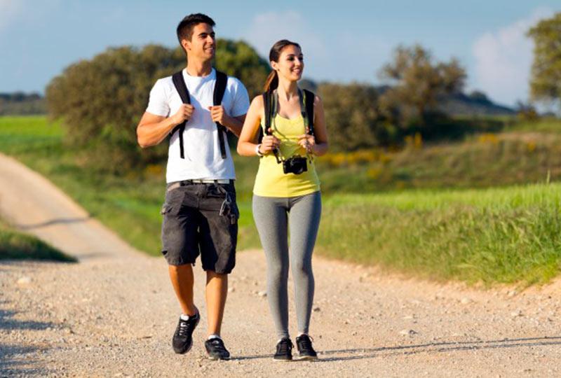المشي معًا