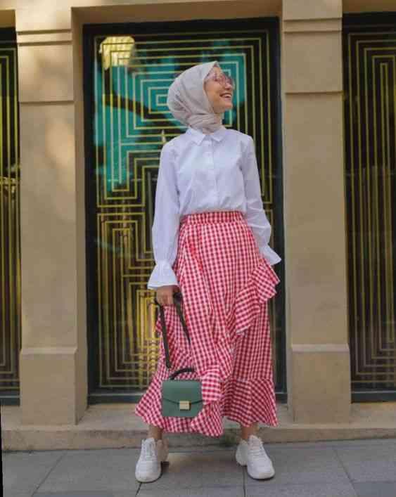 تنورة كاروهات للحجاب