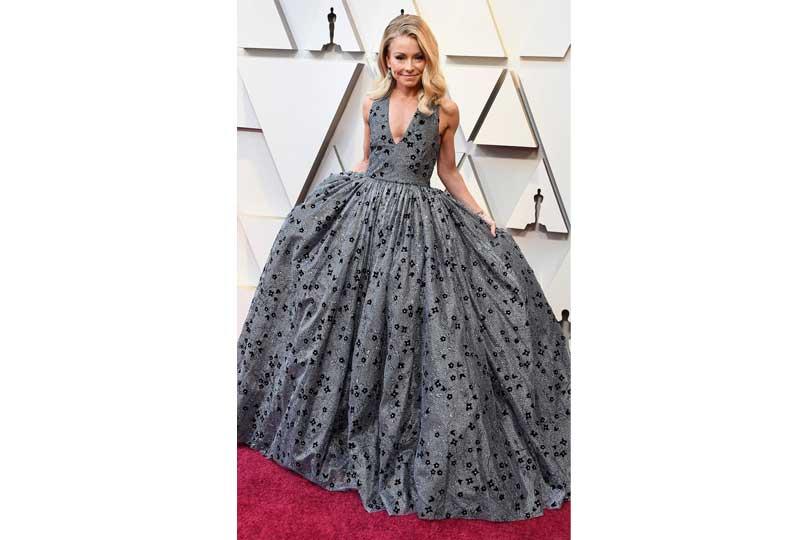 فساتين الأوسكار 2019 فستان كيلي ريبا
