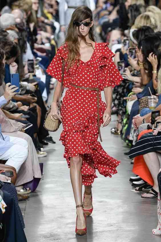 موضة صيف 2020 فستان أحمر بولكا دوتس