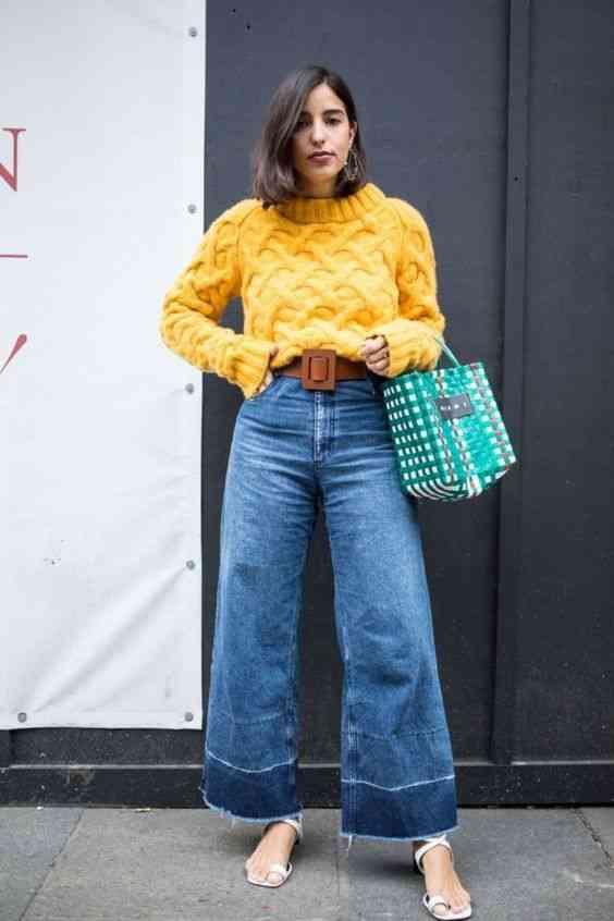 بنطلون واسع جينز مع بلوفر أصفر