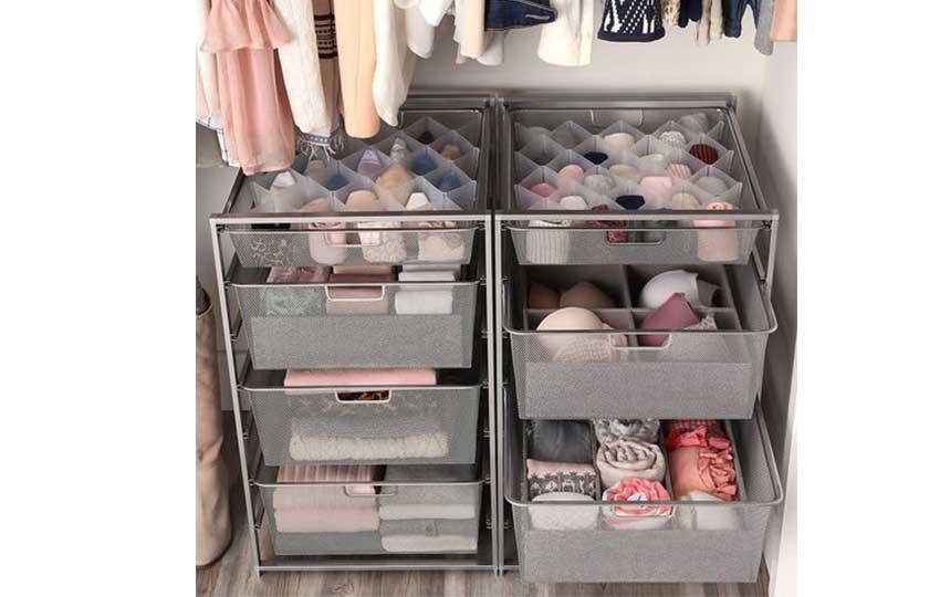 خزانة الملابس في غرفة نوم ذات مساحة صغيرة