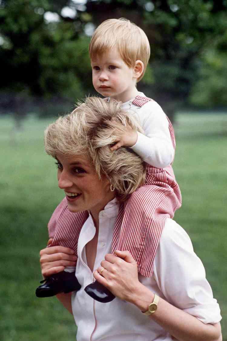 الأميرة ديانا وابنها هاري