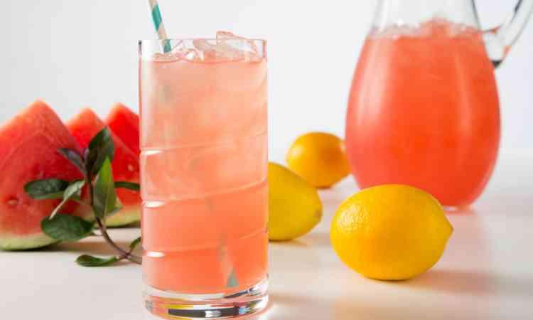 مشروبات صحية عصير البطيخ بالليمون