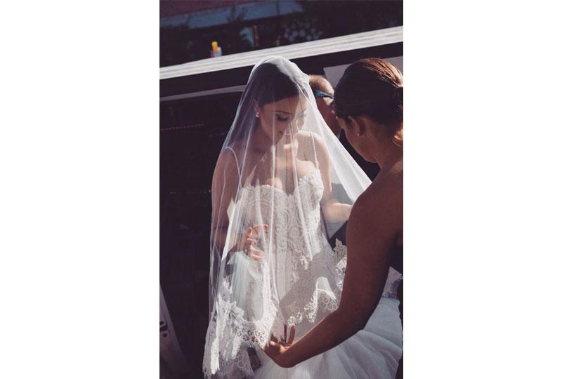 يجب أن تكون طرحة الزفاف مناسبة للفستان