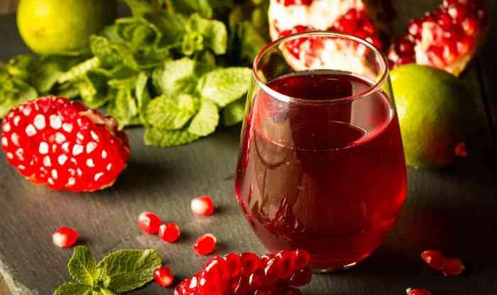 مشروبات مفيدة قبل العلاقة الحميمة عصير الرمان