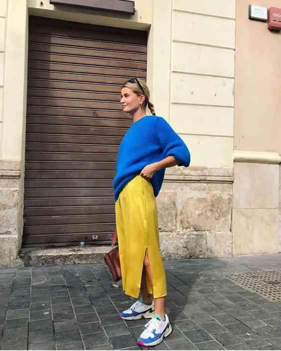 تنسيق اللون الأزرق في الملابس مع الأصفر
