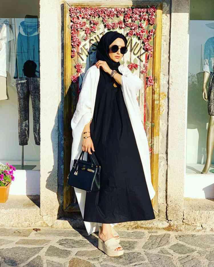 أزياء محجبات تركية فستان أسود طويل