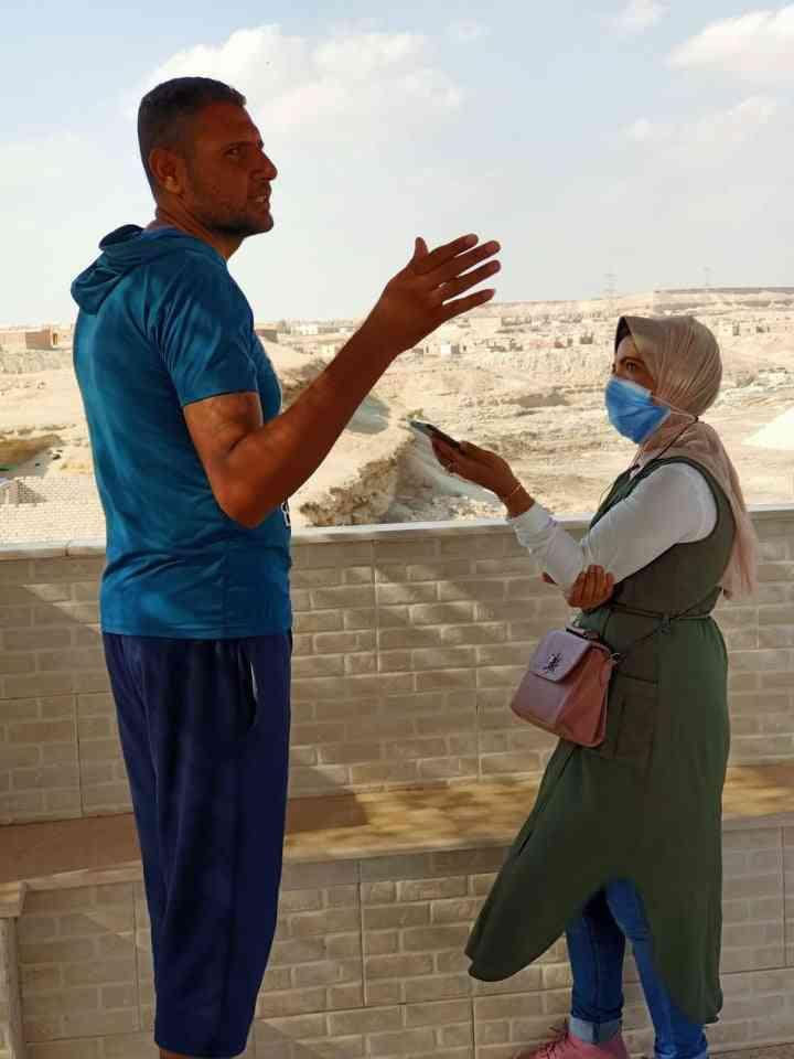 هاجر زين العابدين أثناء عملها الميداني