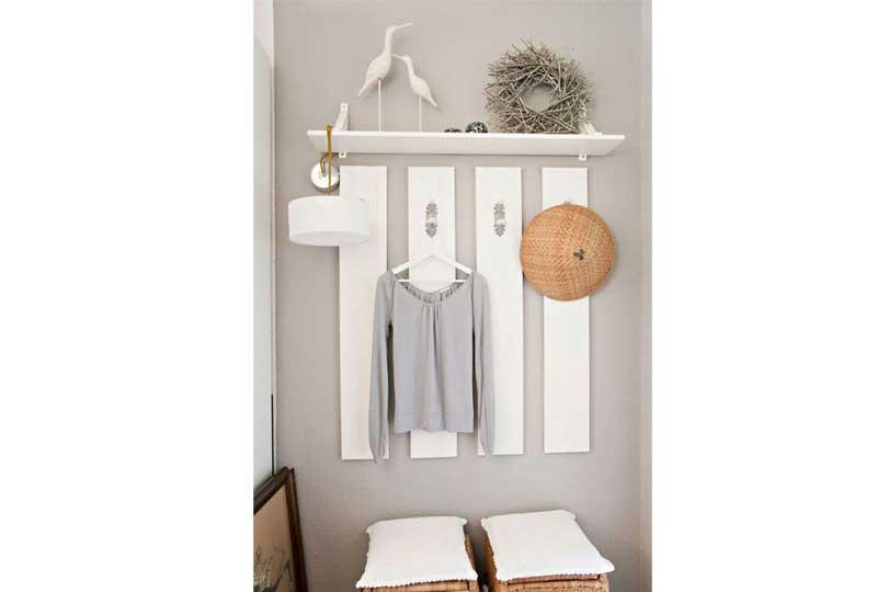 أفكار لترتيب البيت شماعات بترتيب مميز على الحائط