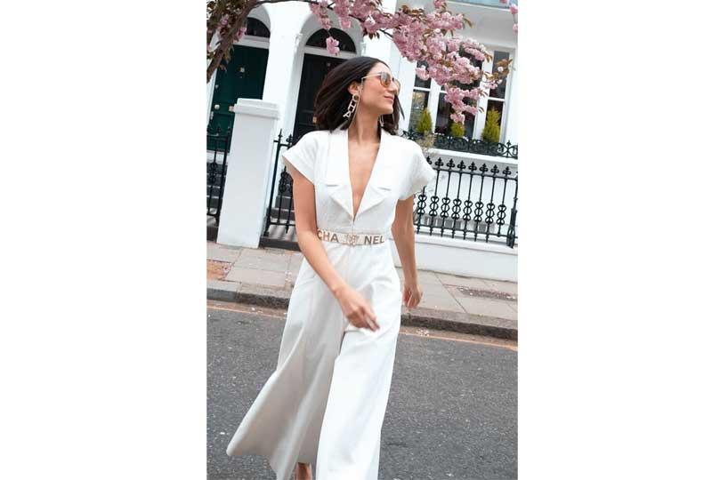 ملابس كاجوال للعيد جمبسوت باللون الأبيض