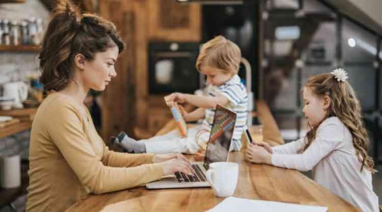 العمل من المنزل في وجود أطفال