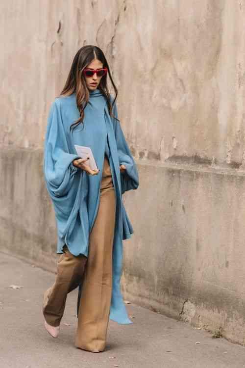 تنسيق اللون الأزرق في الملابس مع البيج