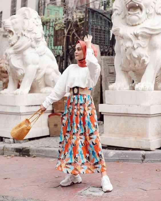 تنورة ملونة مع الحجاب