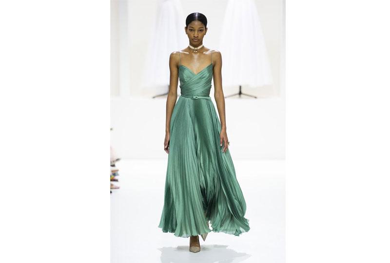 فساتين خطوبة بألوان صريحة من عرض أزياء ديور هوت كوتور 2019