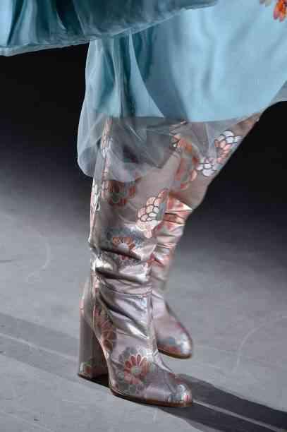 أحذية شتاء 2020 بوت طويل مطبوع بالورود