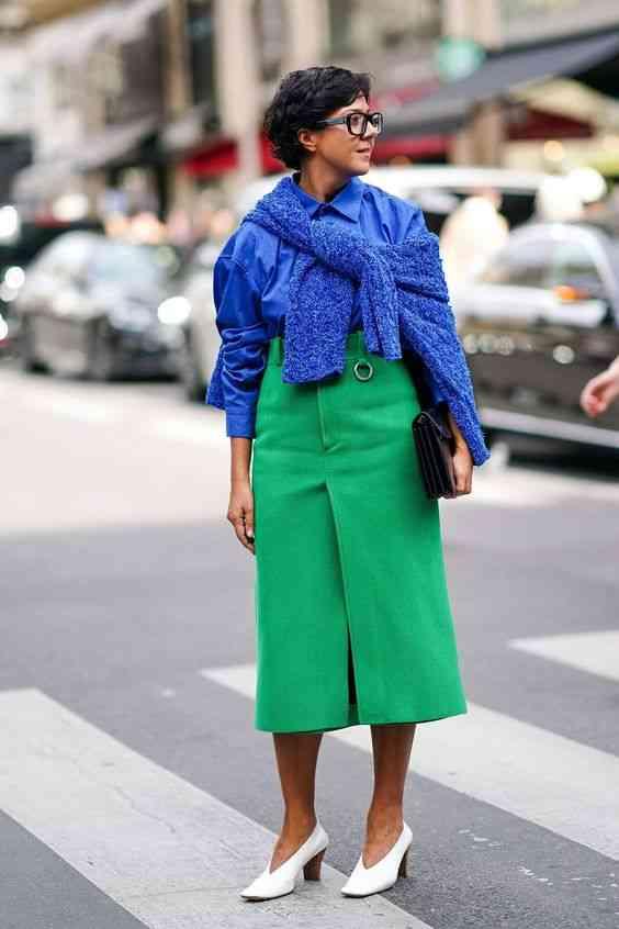 تنسيق اللون الأزرق في الملابس مع الأخضر