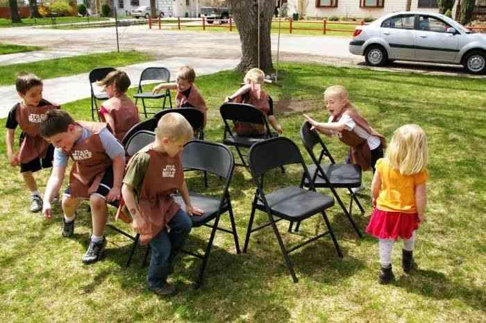 ألعاب جماعية للأطفال لعبة الكراسي الموسيقية