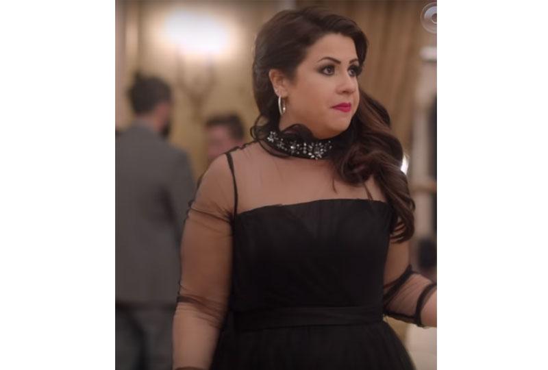 أزياء إنجي وجدان في مسلسل طلعت روحي بفستان سهرة أسود
