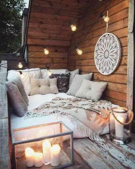 ديكورات بلكونة حوائط خشبية