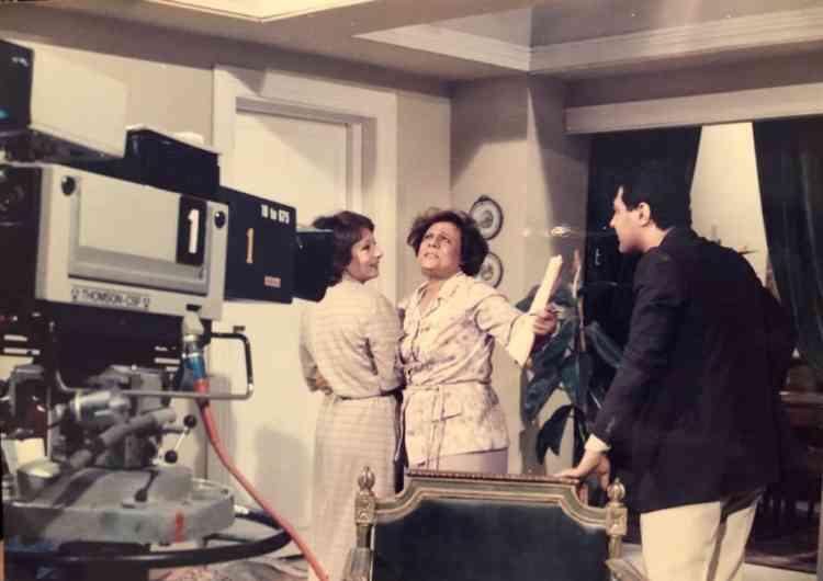 المخرجة علوية زكي في أحد الأعمال التي قامت بإخراجها