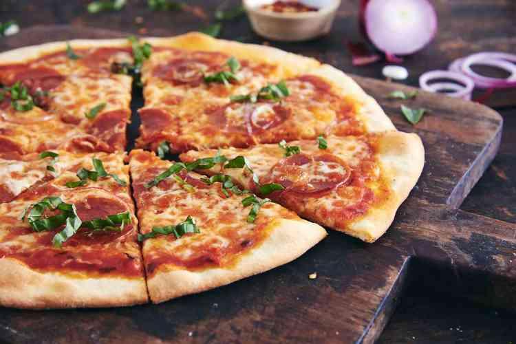 طريقة عمل عجينة البيتزا بدون خميرة