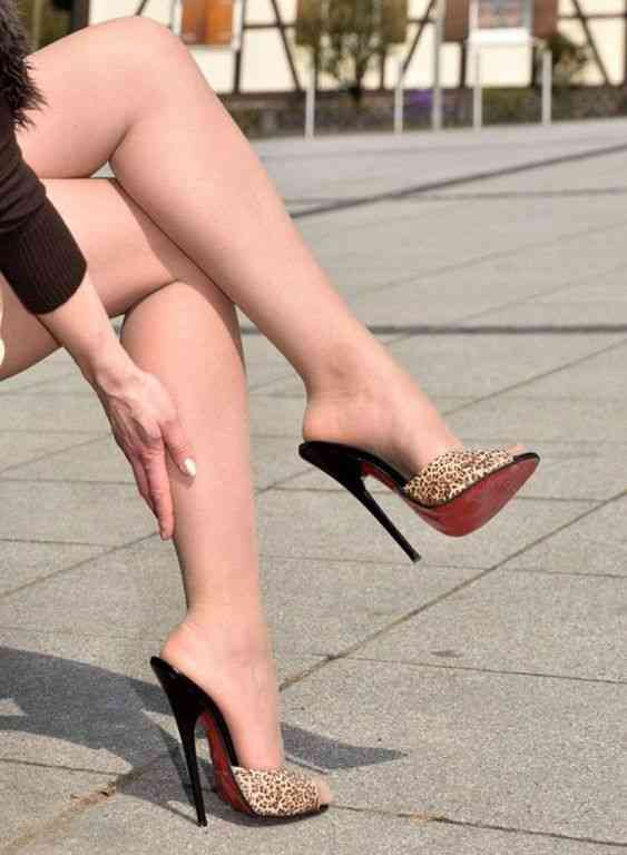 أحذية كعب عالي ستيلو ملونة