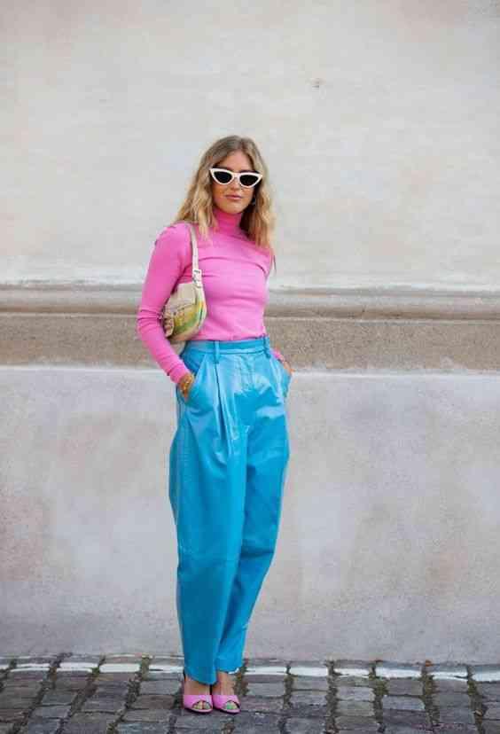 تنسيق اللون الأزرق في الملابس مع الوردي