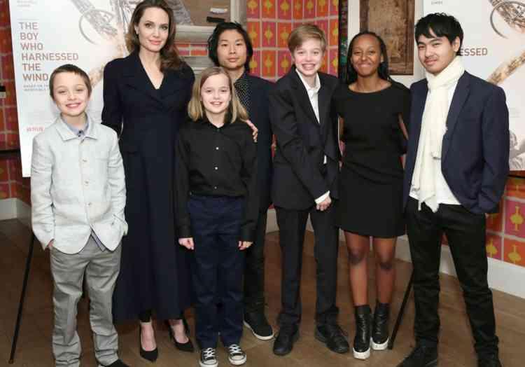 أنجلينا جولي مع أبنائها
